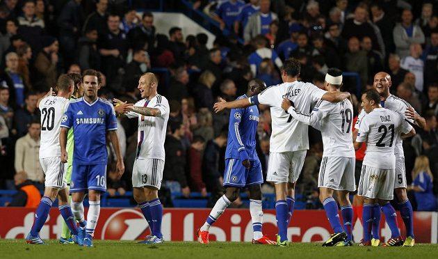 Fotbalisté Basileje slaví v Lize mistrů vítězství na půdě Chelsea.