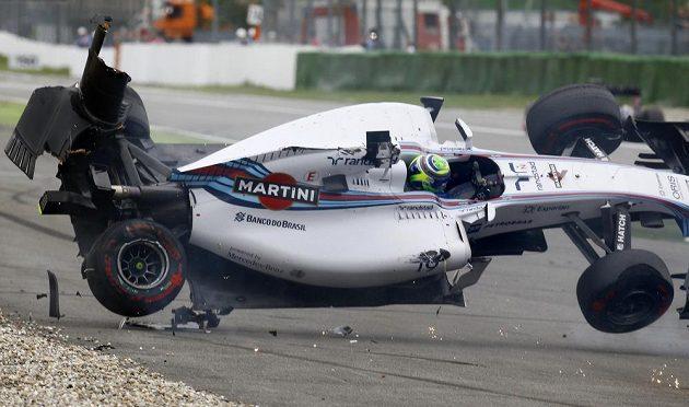 Pro Felipeho Massu skončila GP Německa už v první zatáčce.