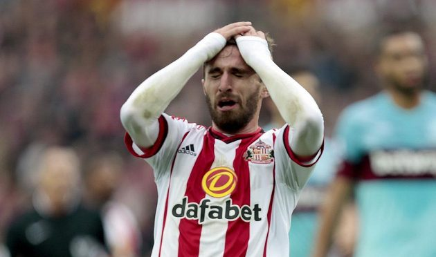 Zklamaný Fabio Borini po utkání Sunderlandu s West Hamem.