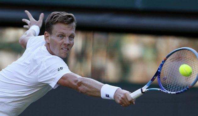 Tomáš Berdych ve svém úvodním utkání na letošním Wimbledonu.