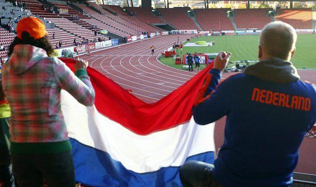 Jen hrstka nizozemských fandů sledovala marný druhý boj štafety o postup do finále na 4x400 m