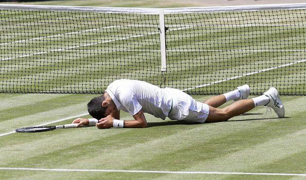 Srbský tenista Novak Djokovič během semifinále Wimbledonu.