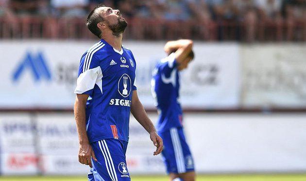 Zklamaný olomoucký útočník Michal Ordoš během utkání 1. kola Fotbalové národní ligy. Sigma prohrála na Žižkově 1:2.