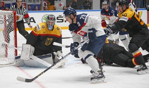 Slovenský hokejista Libor Hudáček v zápase proti Německu.