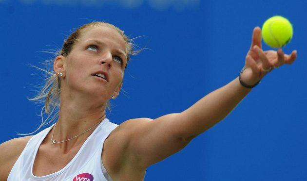 Karolína Plíšková během finále travnatého turnaje v Birminghamu.