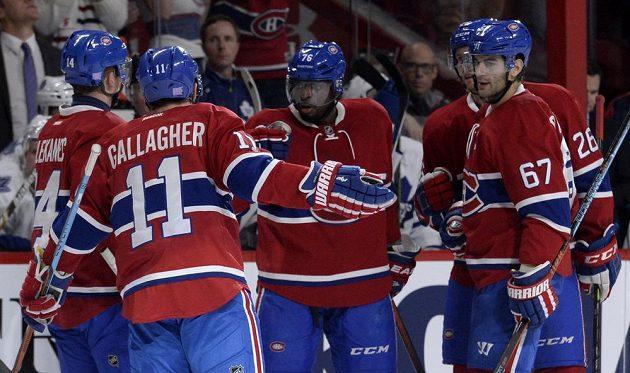 Hokejisté Montrealu Canadiens se radují z gólu v duelu proti Torontu. Zleva Tomáš Plekanec (14), Brendan Gallagher (11), P. K. Subban (76), Max Pacioretty (67) a Jeff Petry (26).