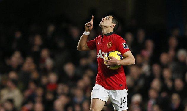 Javier Hernandez byl jediným střelcem Manchesteru United na Stamford Bridge a proti Chelsea to na body nestačilo.