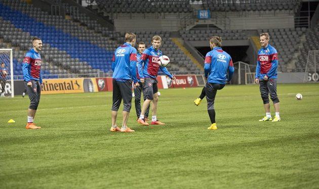 Skupinka složená výhradně z hráčů pražské Sparty a plzeňské Viktorie.