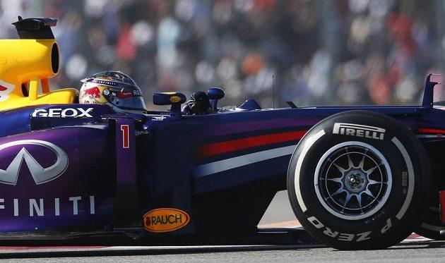 Sebastian Vettel na trati v Austinu.