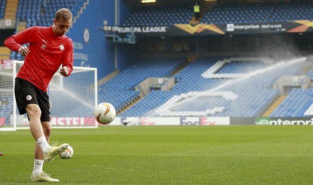 Tomáš Souček při středečním tréninku Slavie na Stamford Bridge.