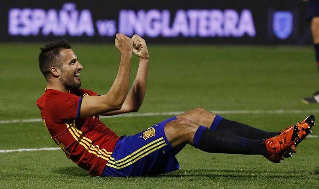 Španěl Mario Gaspar se raduje z trefy v přátelském duelu proti Anglii.
