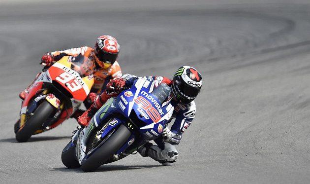Vítěz brněnského závodu MotoGP Jorge Lorenzo(vpravo) a druhý Marc Márquez, oba ze Španělska.