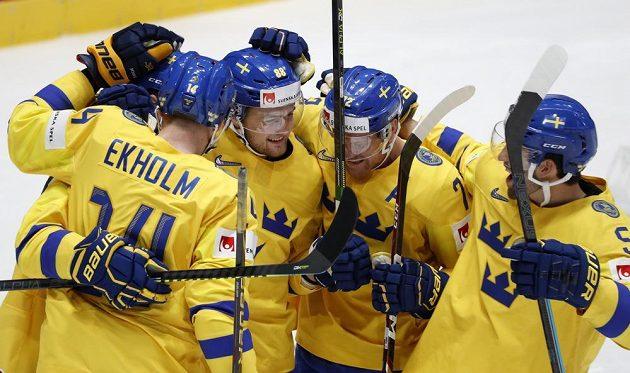 Gólová radost švédských hokejistů.