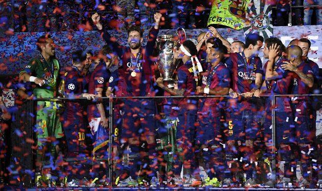 Fotbalisté Barcelony slaví prvenství v Lize mistrů.