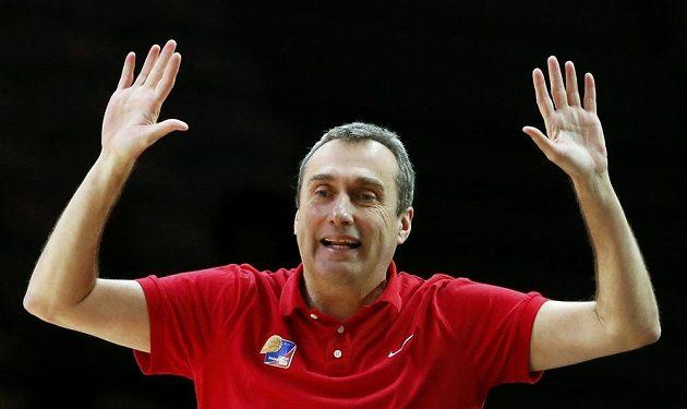 Trenér české basketbalové reprezentace Ronen Ginzburg během čtvrtfinále ME se Srbskem.