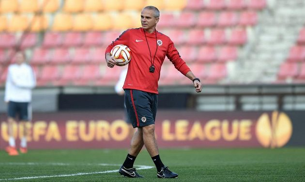 Sparťanský trenér Vítězslav Lavička během předzápasového tréninku na Letné.