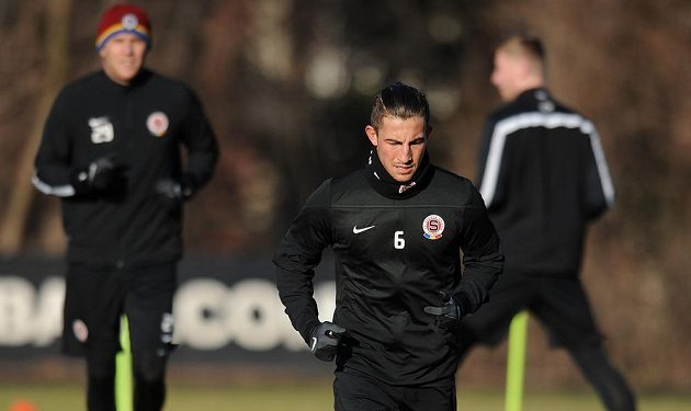 Záložník Sparty Praha Lukáš Vácha během prvního tréninku zimní přípravy.