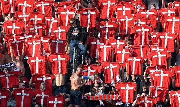 Fanoušci Slavie na Letné během derby se Spartou.