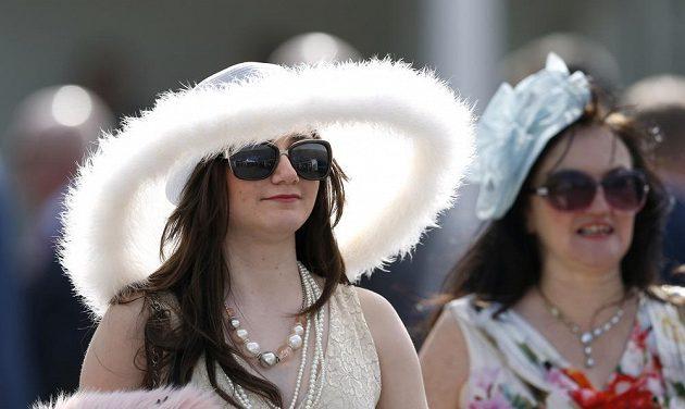 I na tradiční velké pokrývky hlavy při letošním Grand National Festivalu došlo.