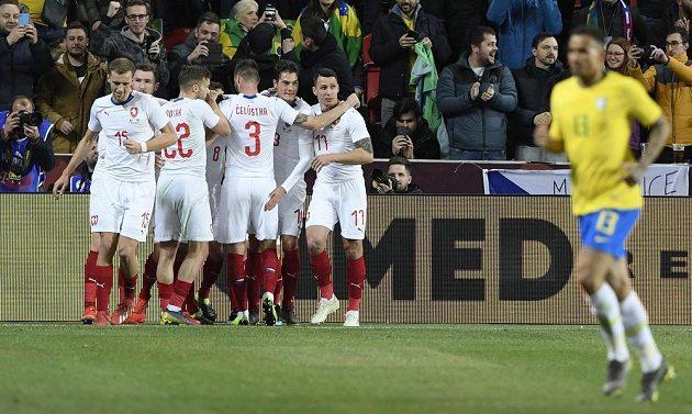 Čeští hráči se radují z gólu