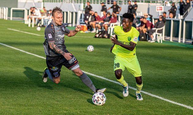 Záložník Jakub Hora (vlevo) v dresu FC Riga.