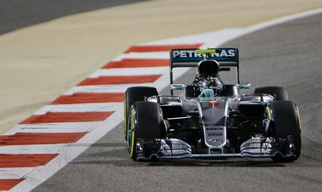 Pilot mercedesu Nico Rosberg na trati Velké ceny Bahrajnu.