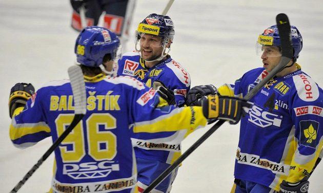 Zlínský útočník Jaroslav Balaštík (vlevo) se raduje ze vstřelení gólu proti Liberci.