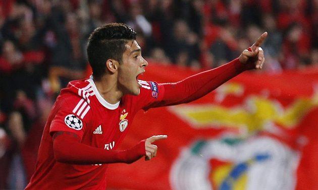 Raul Jiménez z Benfiky po gólu proti Bayernu.