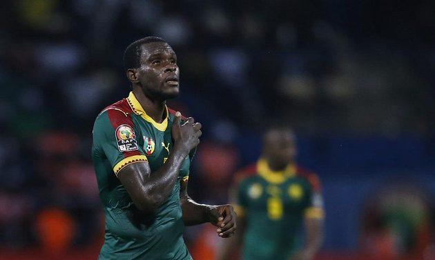 Kamerunec Michael Ngadeu-Ngadjui jásá po gólu proti Ghaně.