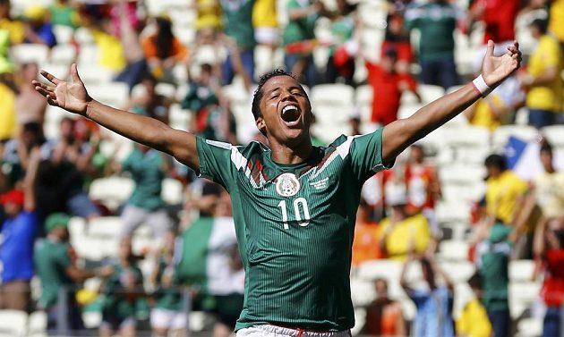 Giovani Dos Santos se raduje ze vstřelení gólu do sítě Nizozemska.