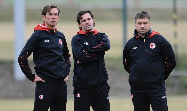 Nový trenér Alex Pastoor (zleva), sportovní ředitel Karol Kisel a poradce pro sportovní úsek Igor Kornějev.
