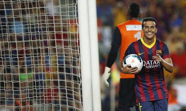 Pedro Rodriguez oslavuje další gól Barcelony.