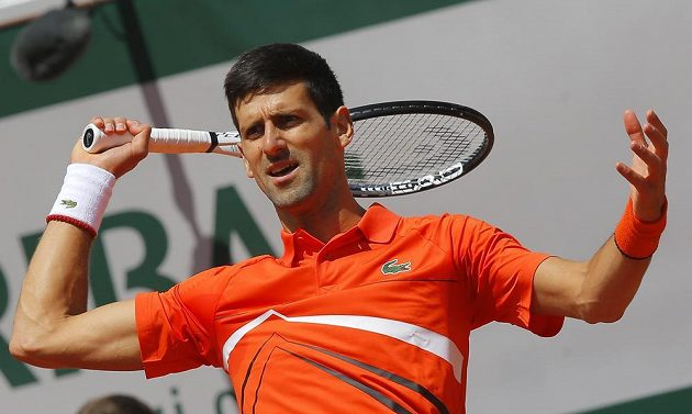 Novak Djokovič postoupil bez větších potíží do semifinále French Open.