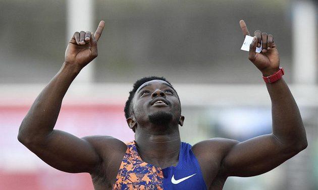 Arthur Gue Cissé z Pobřeží slonoviny vyhrál závod na 100 metrů na atletickém mítinku Memoriál Josefa Odložila.