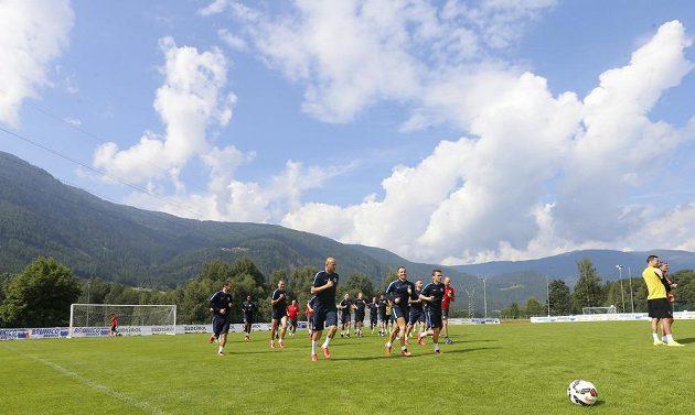 Fotbalisté Sparty během tréninku v italském Brunecku.