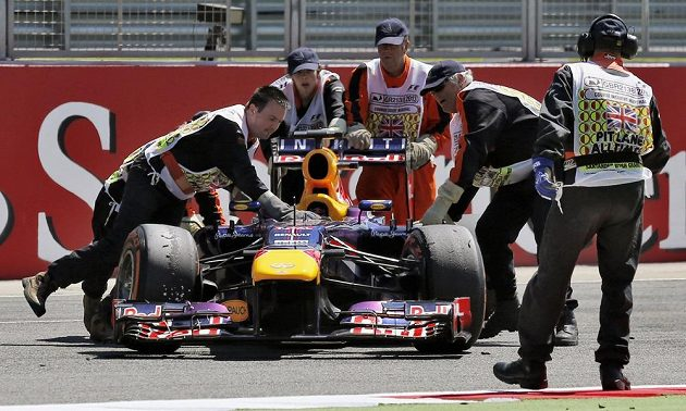 Red Bull Sebastaiana Vettela do cíle nedorazil...
