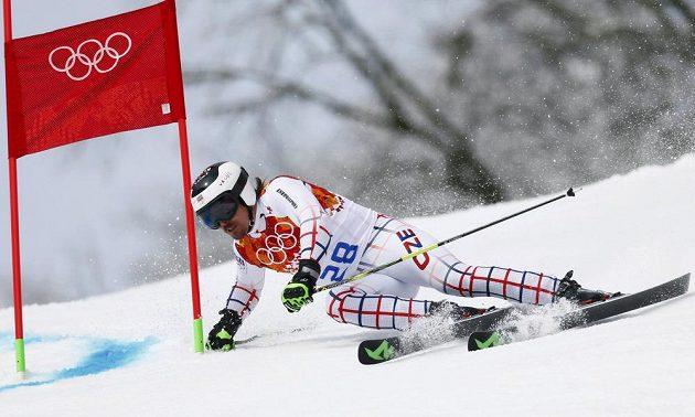 Český lyžař Ondřej Bank na trati obřího slalomu na OH v Soči.