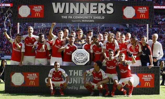 Čerství vítězové Community Shield - fotbalisté londýnského Arsenalu.