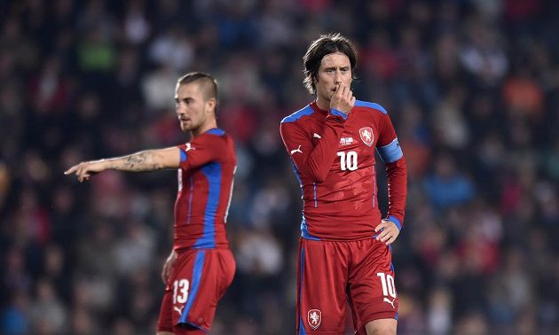 Kapitán české fotbalové reprezentace Tomáš Rosický a Lukáš Vácha během přátelského střetnutí s USA.