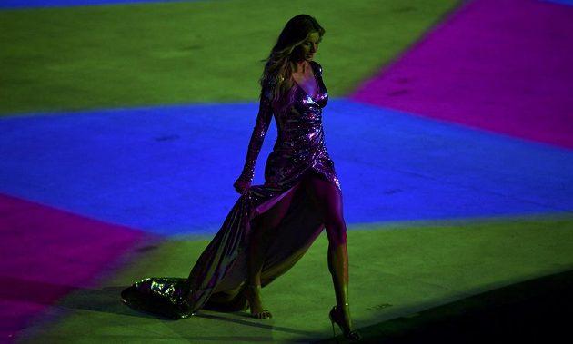 Brazilská topmodelka Gisele Bündchenová během slavnostního zahájení olympijských her v Riu.