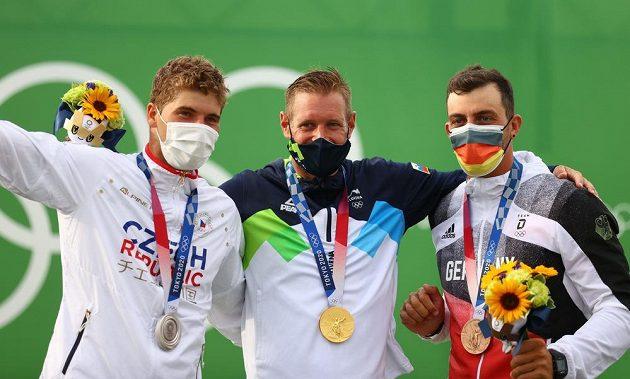 První tři muži závodu kategorie C1. Zleva Lukáš Rohan, Benjamin Savšek a Sideris Tasiadis