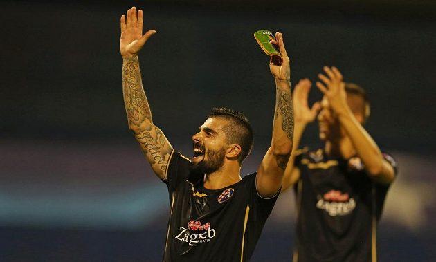Paulo Machado z Dinama Záhřeb slaví vítězství nad Arsenalem.