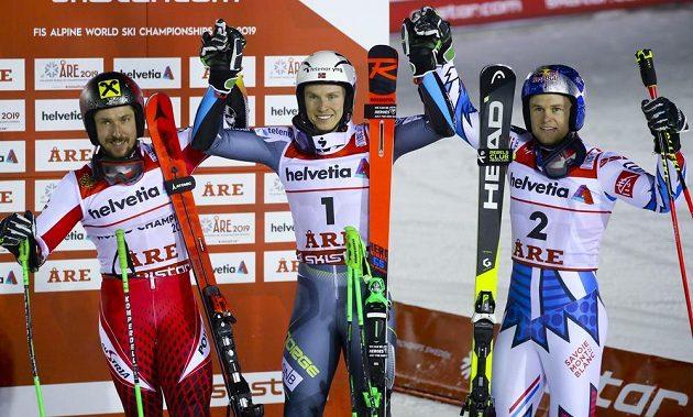 Henrik Kristoffersen ukončil čekání na medaili z mistrovství světa a ve švédském Aare se dnes stal šampionem v obřím slalomu. Na druhé místo odsunul favorizovaného Marcela Hirschera z Rakouska. Bronz získal po prvním kole vedoucí Francouz Alexis Pinturault.