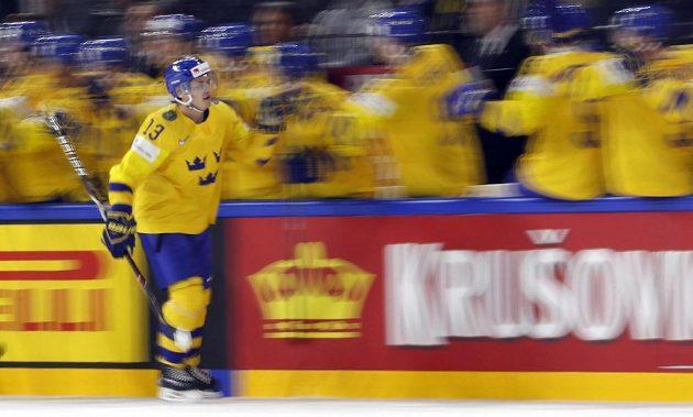 Mattias Janmark slaví gól se švédskými spoluhráči v semifinálové bitvě s USA.
