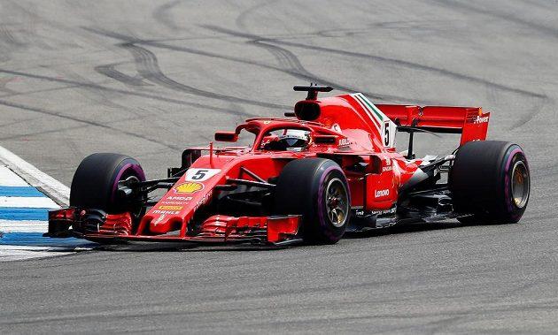 Sebastian Vettel odstartoval do Velké ceny Německa formule 1 na okruhu v Hockenheimu z prvního místa.