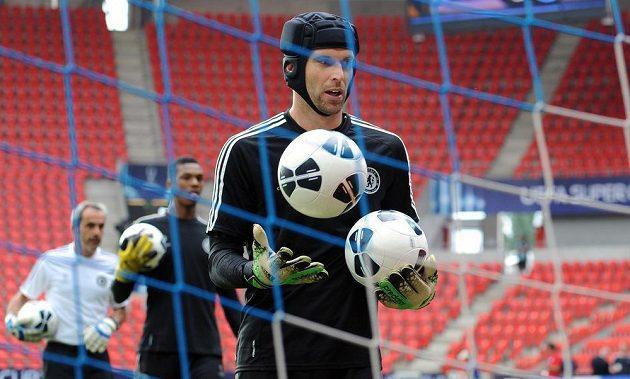 Brankář Chelsea Petr Čech během tréninku.