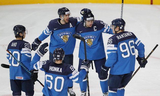 Finská gólová smršť ničila české naděje. Výběr Suomi se raduje, v utkání mistrovství světa vedl na českými hokejisty rychle 3:0.
