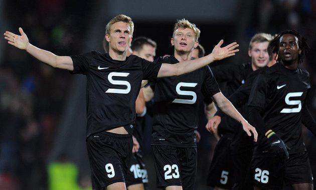 Hráči Sparty Praha Bořek Dočkal (vlevo) a Ladislav Krejčí oslavují třetí gól během utkání 15. kola Gambrinus ligy mezi AC Sparta Praha a FK Mladá Boleslav.