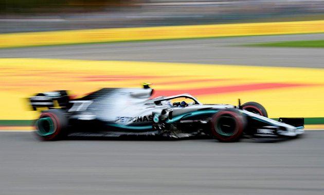Valtteri Bottas s mercedsem v akci pri GP Belgie.