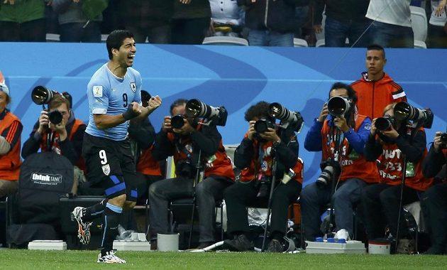 Luis Suárez jásá, Uruguay jeho zásluhou vedla nad Anglií 1:0.